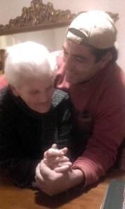 Lidia e suo nipote Dino Comandini in un felice abbraccio (10/01/2020)