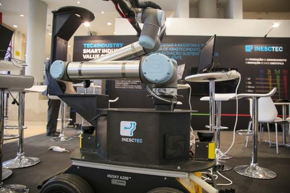 Robô para indústrias automóvel e aeroespacial vai ser testado no Porto 1