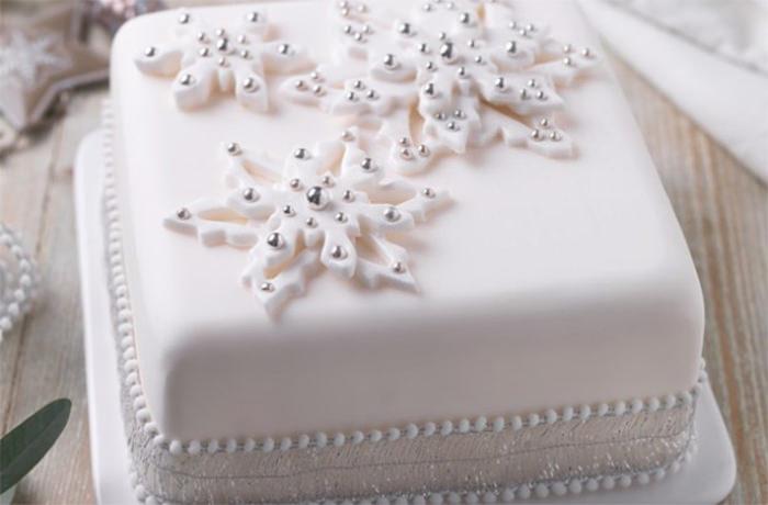 2-creative-christmas-cakes