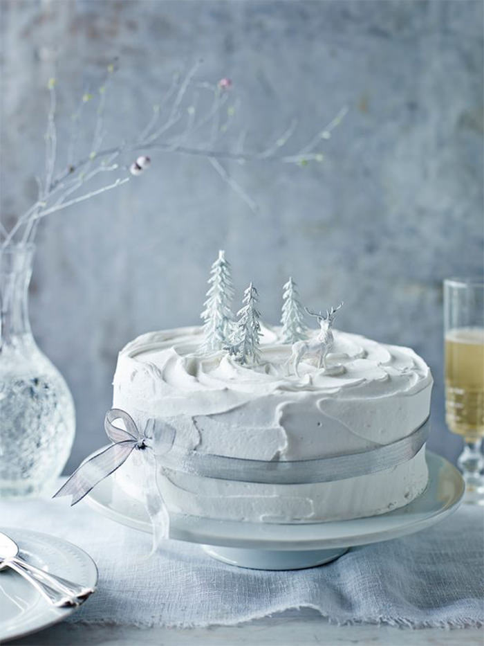 3-creative-christmas-cakes