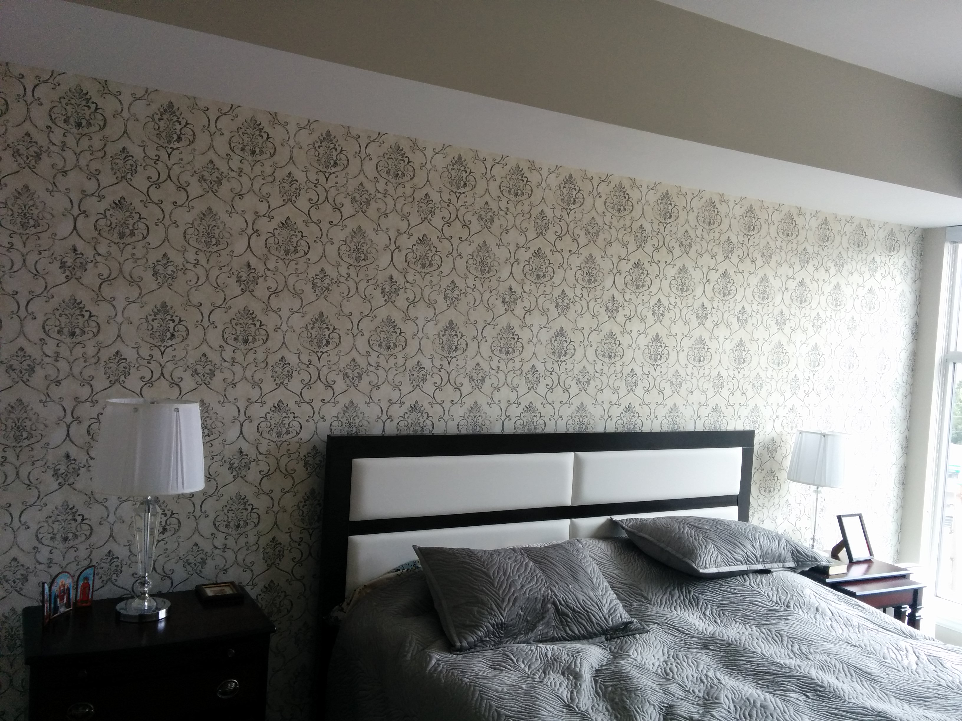 How much does it cost to wallpaper a room in Toronto
