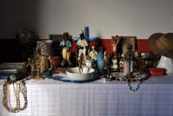 Altar, na casa do santo, 2012, por Daniela Alarcon.