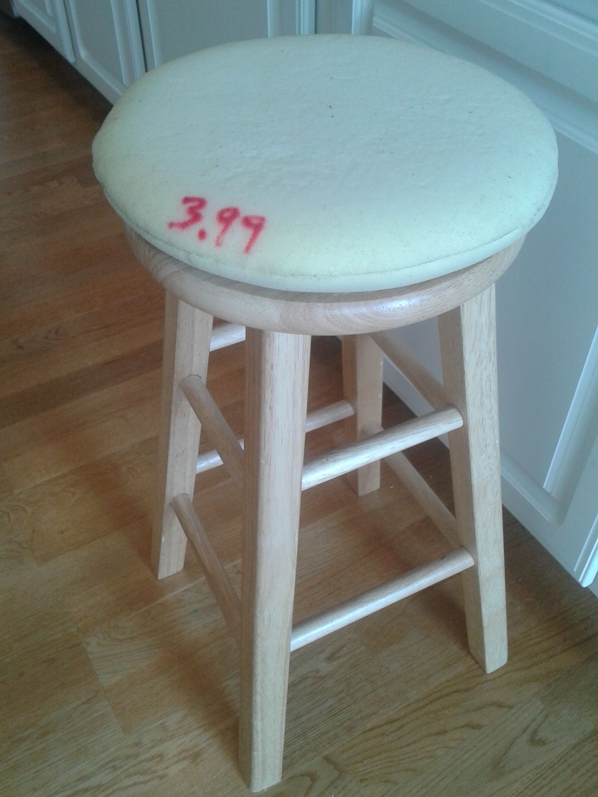 Quick & Easy {blindingly Cute} Stool Cushion Campclem