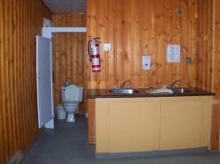 Gros Pin - 2 éviers et 2 toilettes au premier plancher