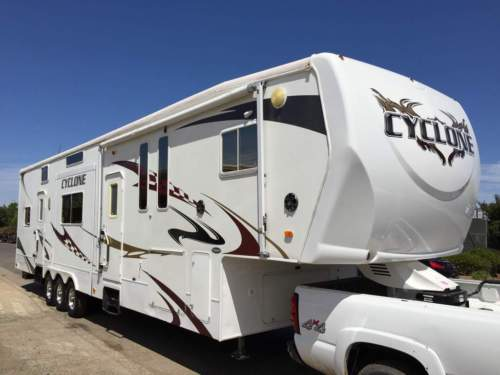 2009 Heartland Cyclone 4012 camping toy hauler for sale