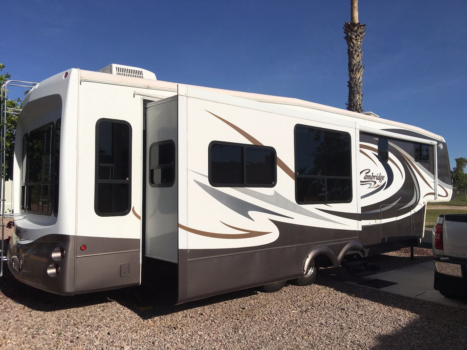 Great Condition Keystone Cambridge Camper For Sale