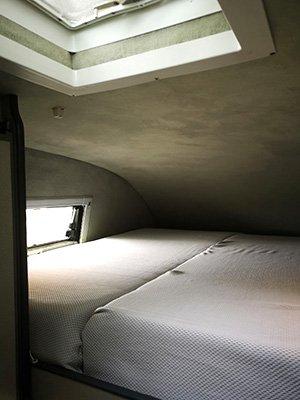 Van-Hochdach-Bett-heruntergeklappt
