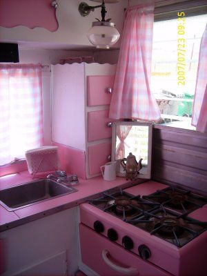 Awesome Vintage Camper Decorations Ideas13