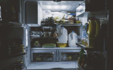 how many watts does a refrigerator use