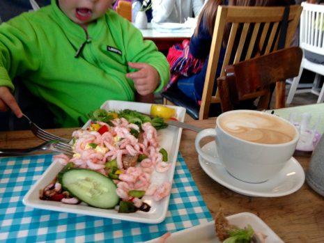 Café & Kerzenmanufaktur in Henningsvær - gten Appetit!