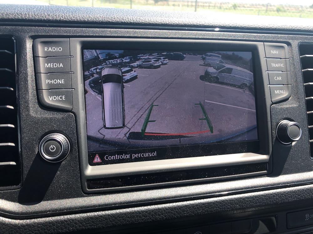 Sensor reverso VW e tela da câmera.