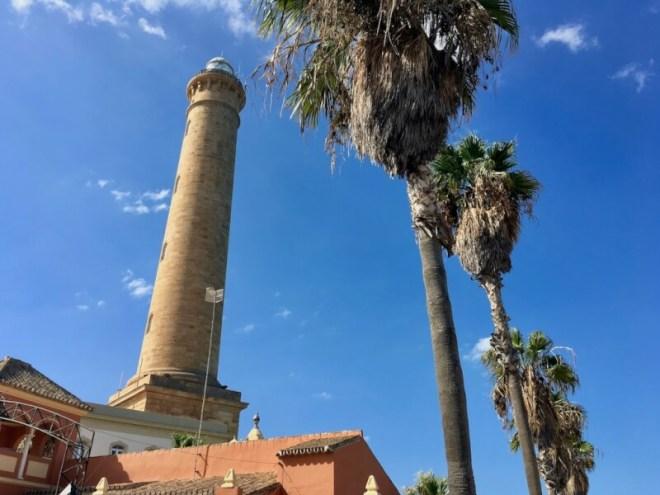 De vuurtoren van Chipiona die niet alleen schepen, maar ook vliegtuigen de weg wijst. Het is de grootste van Spanje. Je hebt een prachtig uitzicht over het lieve stadje.