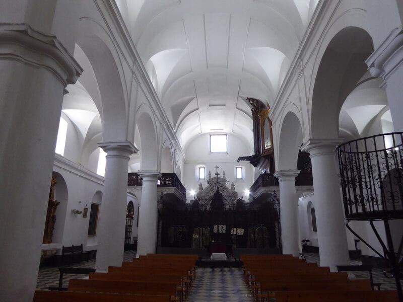Het interieur van de hoogst gelegen kerk van Alcalá, San Jorge.