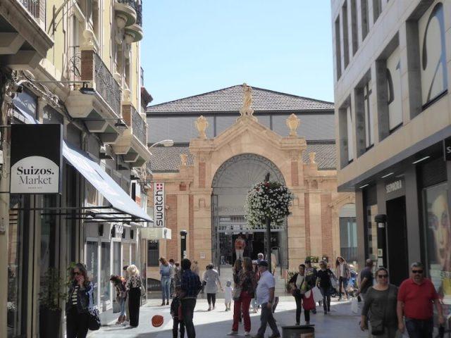 Nr. 10. De Mercado Central is niet alleen van buiten, maar zeker ook van binnen een lust voor het oog.