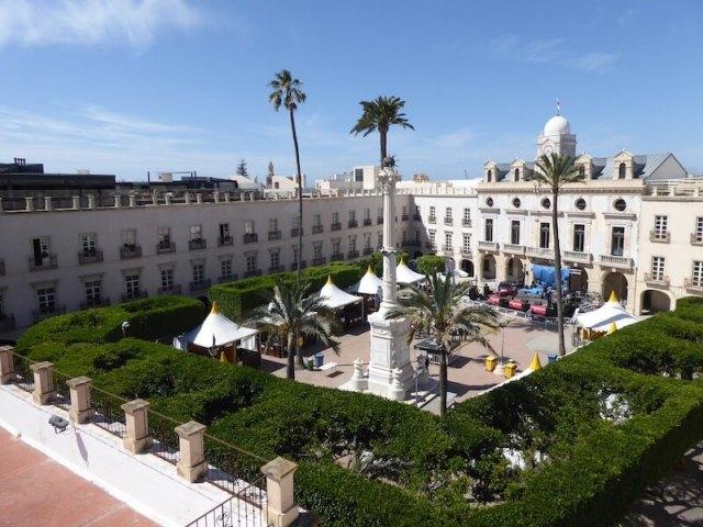Nr. 1. Plaza de la Constitución, bekeken vanaf het dakterras van Centro de Interpretación Patrimonial (nr. 2).