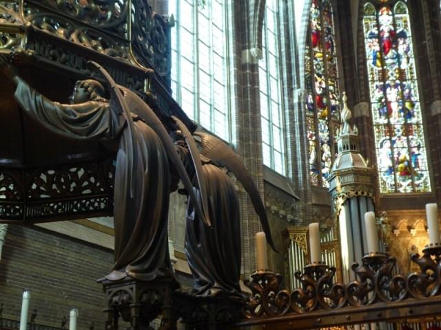 Interieur Dominicanenkerk aan de Assendorperstraat.