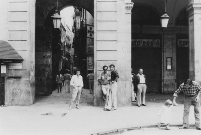 Hangen aan de hoofdstraat La Rambla. (foto 1978, Janine Stougie)