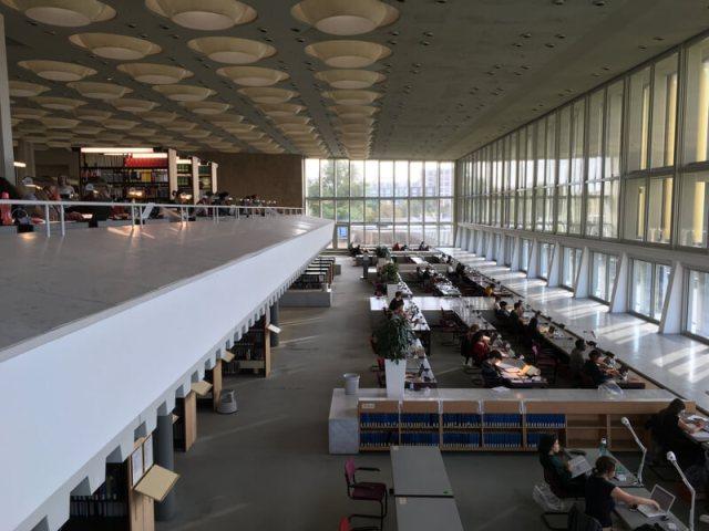 Honderden werkplekken en een razendsnelle wifiverbinding in de Staatsbibliothek bij de Potsdamer Platz. Hier hebben wij de meeste tijd doorgebracht.