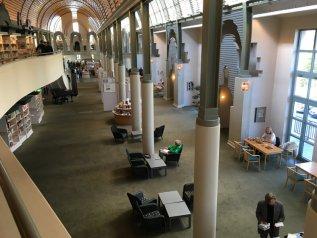 Even een rustmoment in de wonderschone Humboldt Bibliothek (Alt-Tegel, Berlin)