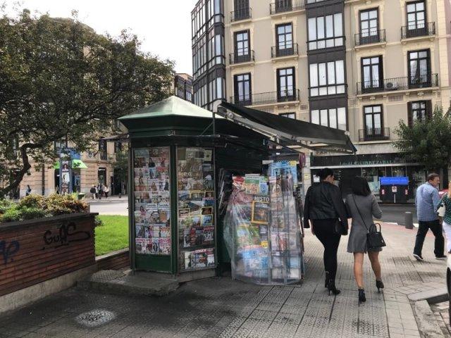 Een typische krantenkiosk in Bilbao.