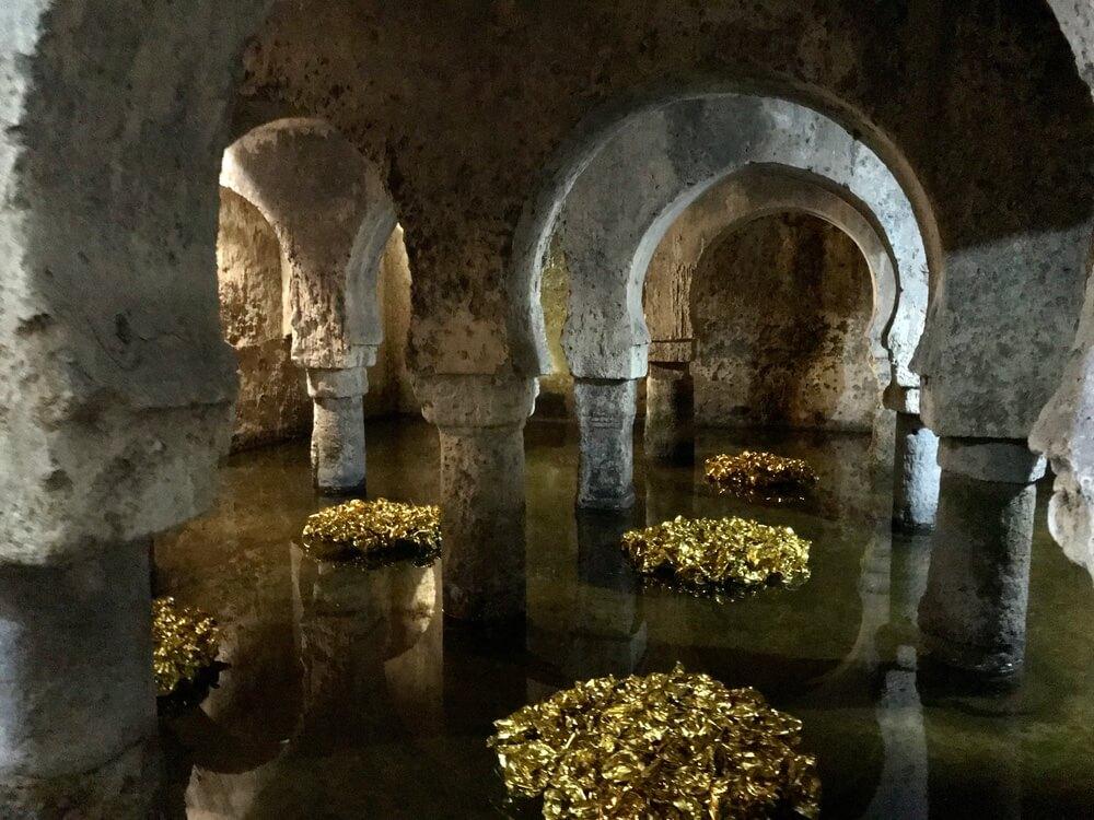 De Aljibe, de wateropslag uit de Arabische tijd. Ligt onder het museumgebouw van Cáceres.