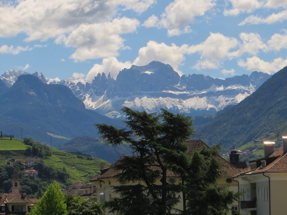 Hier kwamen onze led-lampen vandaan: Bolzano dat tegen de Italiaanse Dolomieten aankijkt