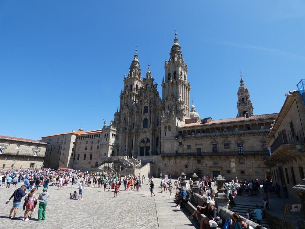 De beroemde, indrukwekkende kathedraal van bedevaartoord Santiago de Compostela (Route Lugo - Ourense).