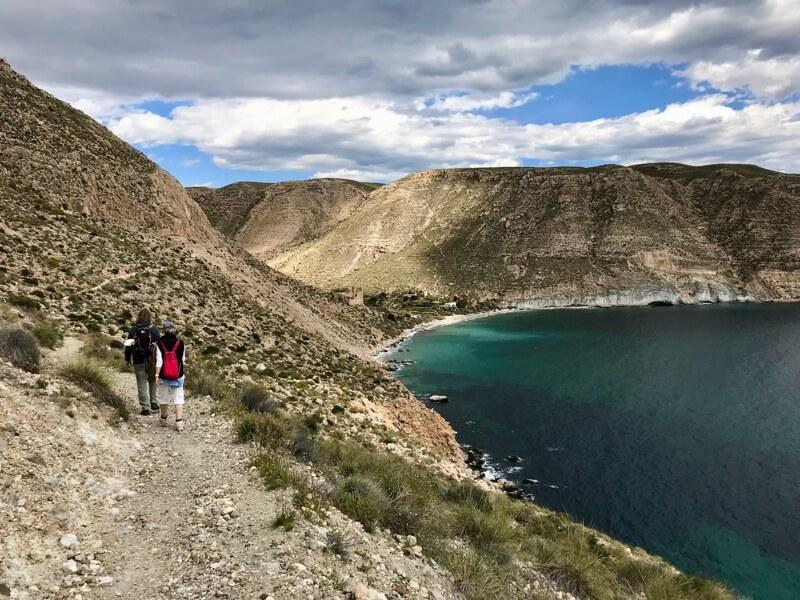 Op weg naar hippiedorp San Pedro (Cabo de Gata). Alleen bereikbaar met boot of lopend.