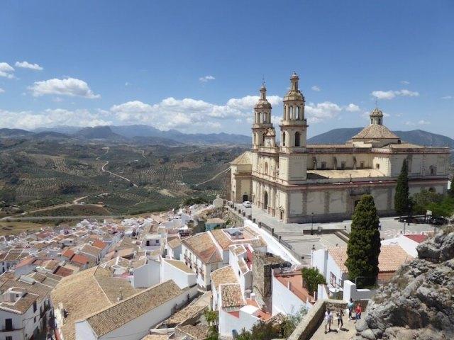 De grote kerk van Olvera gezien vanaf het kasteel.