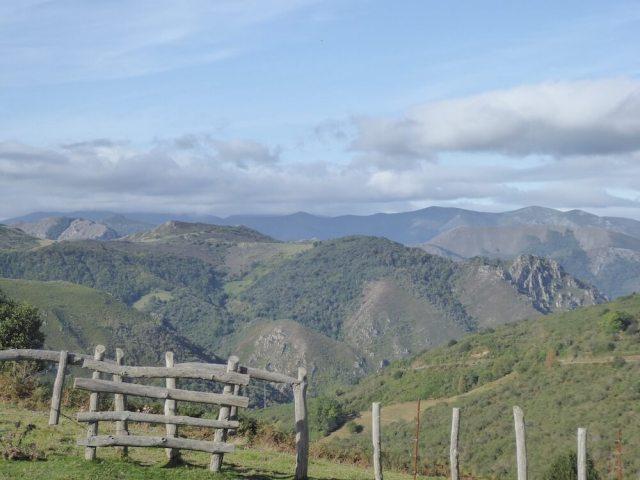 De groene bergen van Asturië in de buurt van San Martín.