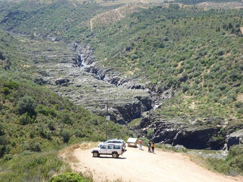Dit is de plek waar ze naar genoemd zijn, de waterval Pulo do Lobo. Het ligt ongeveer 19 kilometer van Serpa.