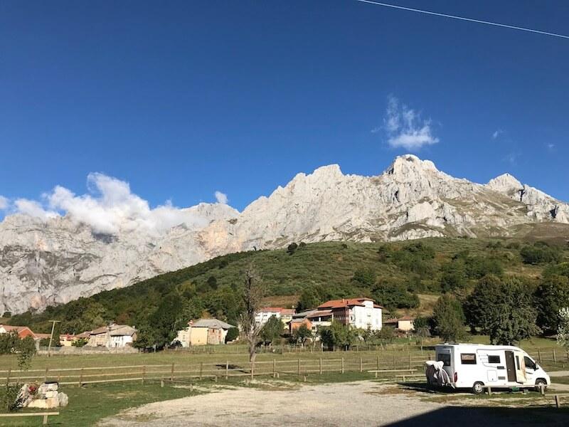 Nog zo'n favoriet in de natuur bij de Picos de Europa. De cp van Posada de Valdeón (NKC 30000).  (Camperplekken).