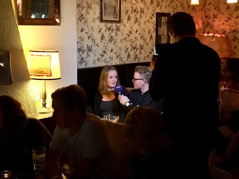 Voor de uitzending van de Münster-Tatort is tv-omroep WDR aanwezig om bezoekers te interviewen over de populaire serie.