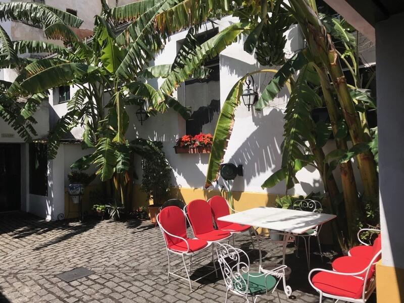 De patio van Cacao Pico aan Calle Cielos.