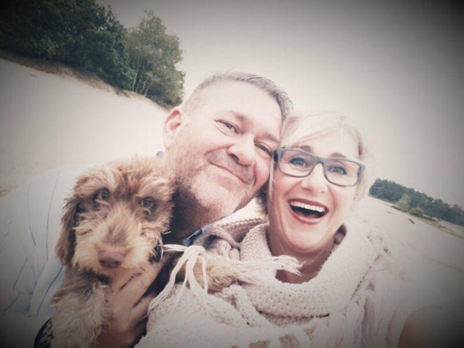 Blogger Martin Lammertink en z'n vrouw Miriam hebben een bijzonder leuke woordkeuze om over hun belevenissen te verhalen. Hier zijn ze samen met hond Joep, trouwe reisgenoot.