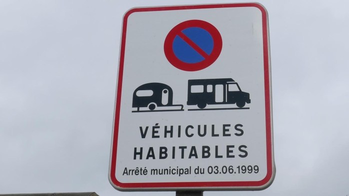No parking for motorhome sign