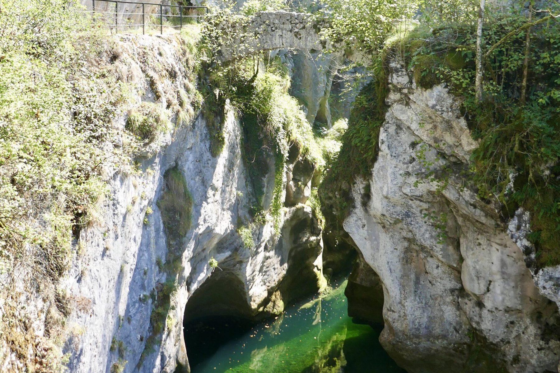 Saint Christophe Caves