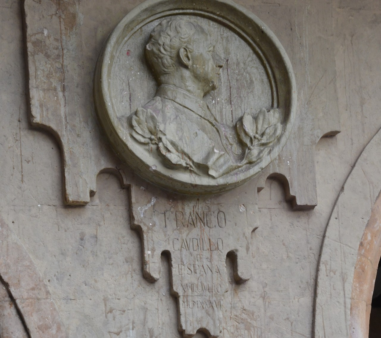 franco-plaque-vandalised-in-salamancce-plaza-mayor