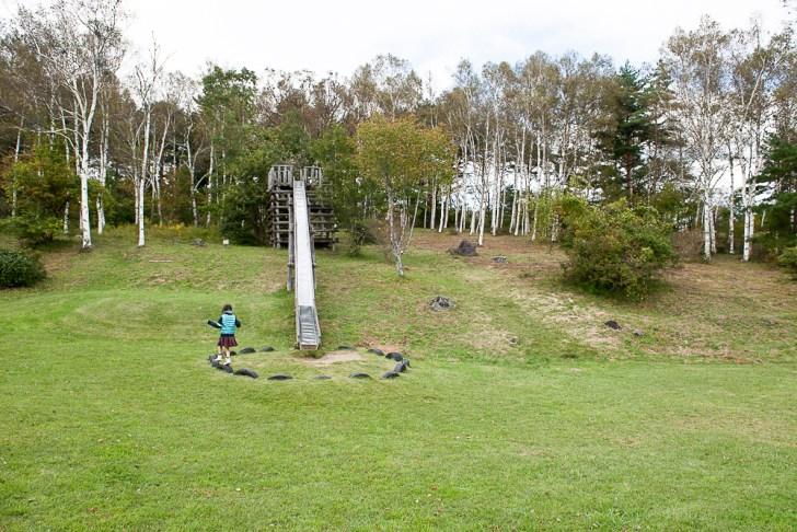 八峰の湯前の滑り台