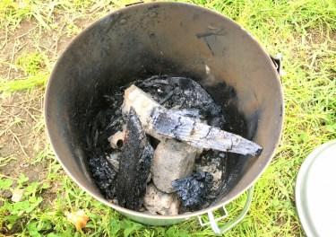 炭の火を消したい!でも火消し壺がない時の代用品と注意点を解説