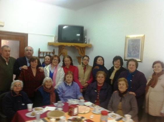 El alcalde de Andújar, Jesús Estrella, junto al colectivo de mujeres.