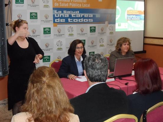 Lola Martín ha participado en el acto de apertura de la Jornada junto a la delegada de Salud y Bienestar Social, Mª Ángeles Jiménez.