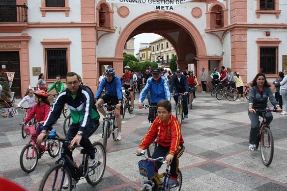 Centenares de personas participaron en el Día de la Bicicleta en Andújar.