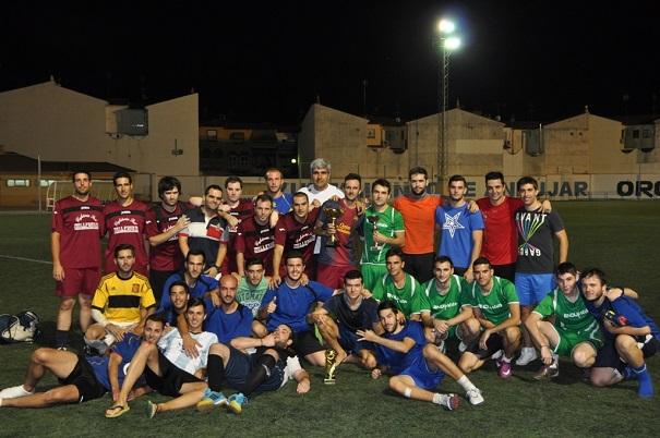 Jugadores participantes en una competición de fútbol celebrada en Andújar.