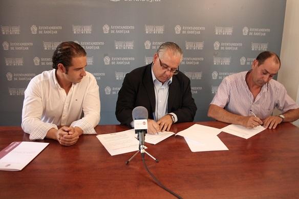 Momento de la firma del convenio de colaboración.