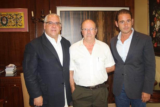 El alcalde de Andújar, Jesús Estrella, el concejal, Félix Caler, y el empresario, Manuel Morata.