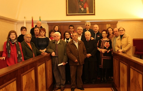 El alcalde de Andújar, Jesús Estrella, junto a los representantes  de los colectivos de salud e interés social.