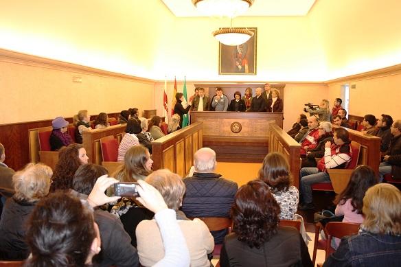 Acto de lectura de manifiesto, presidido por la concejala de Familia, salud y Servicios Sociales, Lola Martín.