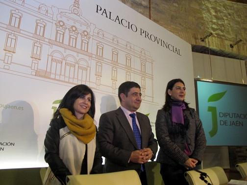 Francisca Rodríguez, Francisco Reyes y Carmen Vallejo, antes de la rueda de prensa.