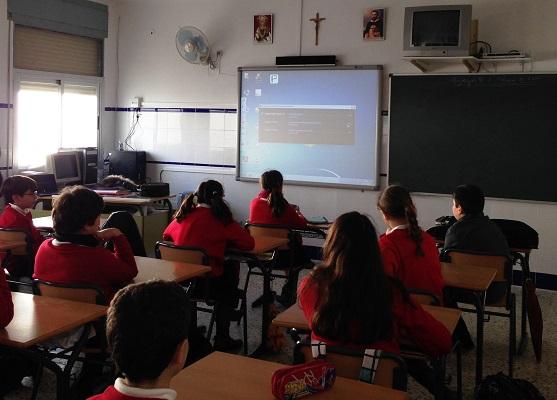 Alumnos de Andújar con la pizarra digital.
